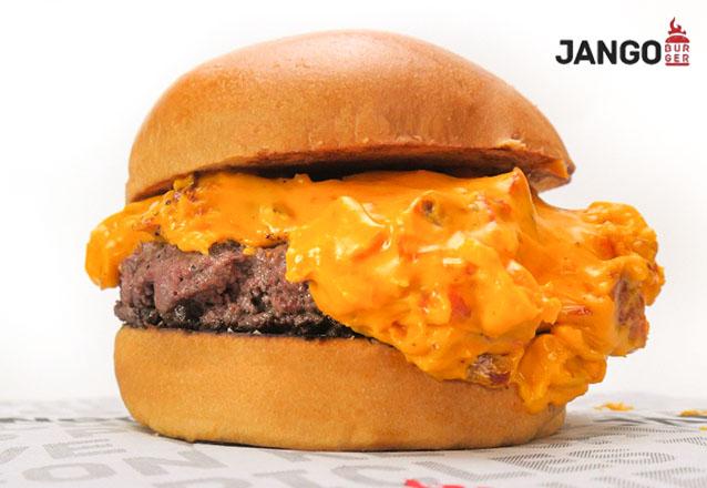 Combo Crock: Jango Crock (pão brioche, hambúrguer 180g, queijo prato, cebola crispy, alface, maionese defumada) + Batata Frita Clássica (350g) + 01 Refrigerante Lata de R$36 por R$25,20