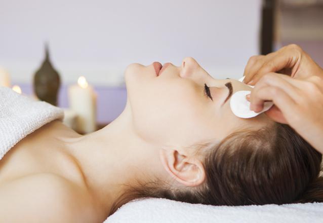 A melhor limpeza de pele na Dra. Viviane Boaventura! Limpeza de Pele Profunda + Peeling de diamante + Máscara Pressodinâmica Estimulante por R$169,90