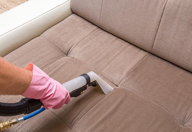 Lavagem de Sofá até 03 lugares (comum) ou Conjunto de até 02 poltronas ou Cama Box solteiro ou Colchão solteiro ou Tapete até 02 m² de R$90 por R$39,90