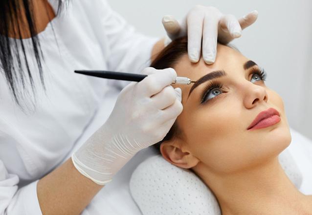 Você + linda com a sobrancelha perfeita! Micropigmentação de Sobrancelha de R$490 por apenas R$240 no Studio A Beauty Center