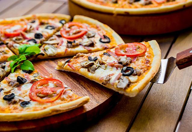De volta! Rodízio de Pizza Completo + Pasteizinhos + Refri (Pepsi, Coca ou Guaraná) para 1 pessoa por apenas R$19,90 na Pizzaria Dom Leone
