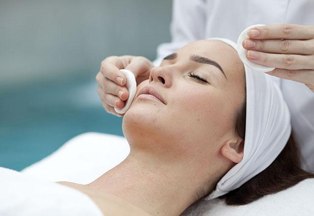 Espaço Vita Saúde! Limpeza de pele com extração de cravos + Peeling de Diamante + Aplicação de vitaminas C + Alta frequência + Máscara Clareadora + Massagem facial por R$29,99