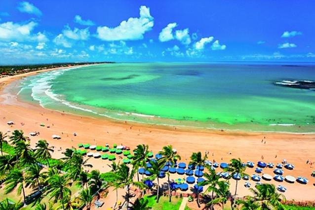 Conheça Porto de Galinhas! Pacote para 2 pessoas com Transporte + Hospedagem com café por R$299. Opção de Passeios para Praia de Carneiros e Maragogi-AL!