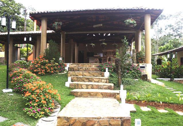 Você na serra! 2 diárias para até 6 pessoas em chalé completo por apenas R$799 no Chalé Cantinho das Flores
