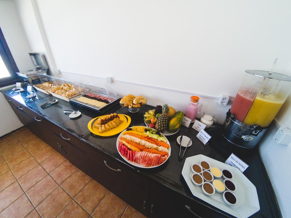 1 diária (de segunda a quinta) para casal e 1 criança de até 7 anos + café da manhã de R$180 por R$99