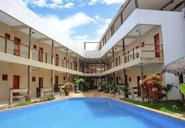 Hotel 3 estrelas para você curtir Jeri! 2 diárias para 2 adultos e 1 criança de até 6 anos + café da manhã por R$619 no Hotel Maré Mansa