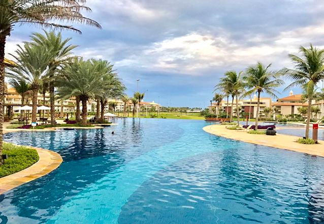 Final de Semana do Dia dos Pais! 2 diárias para até 8 pessoas (adulto ou criança) por R$999 no Golf Ville Resort. Cupons limitados! Em até 4x sem Juros
