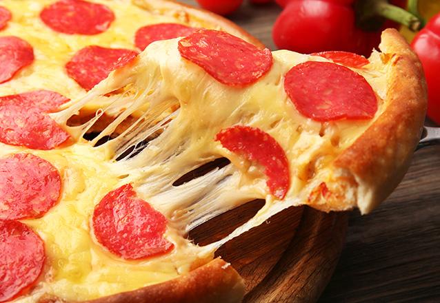 Quem não ama rodízio de pizza? Rodízio de Pizza + Refrigerante para 1 pessoa de R$22,90 por apenas R$19 na Pizzaria Suprema