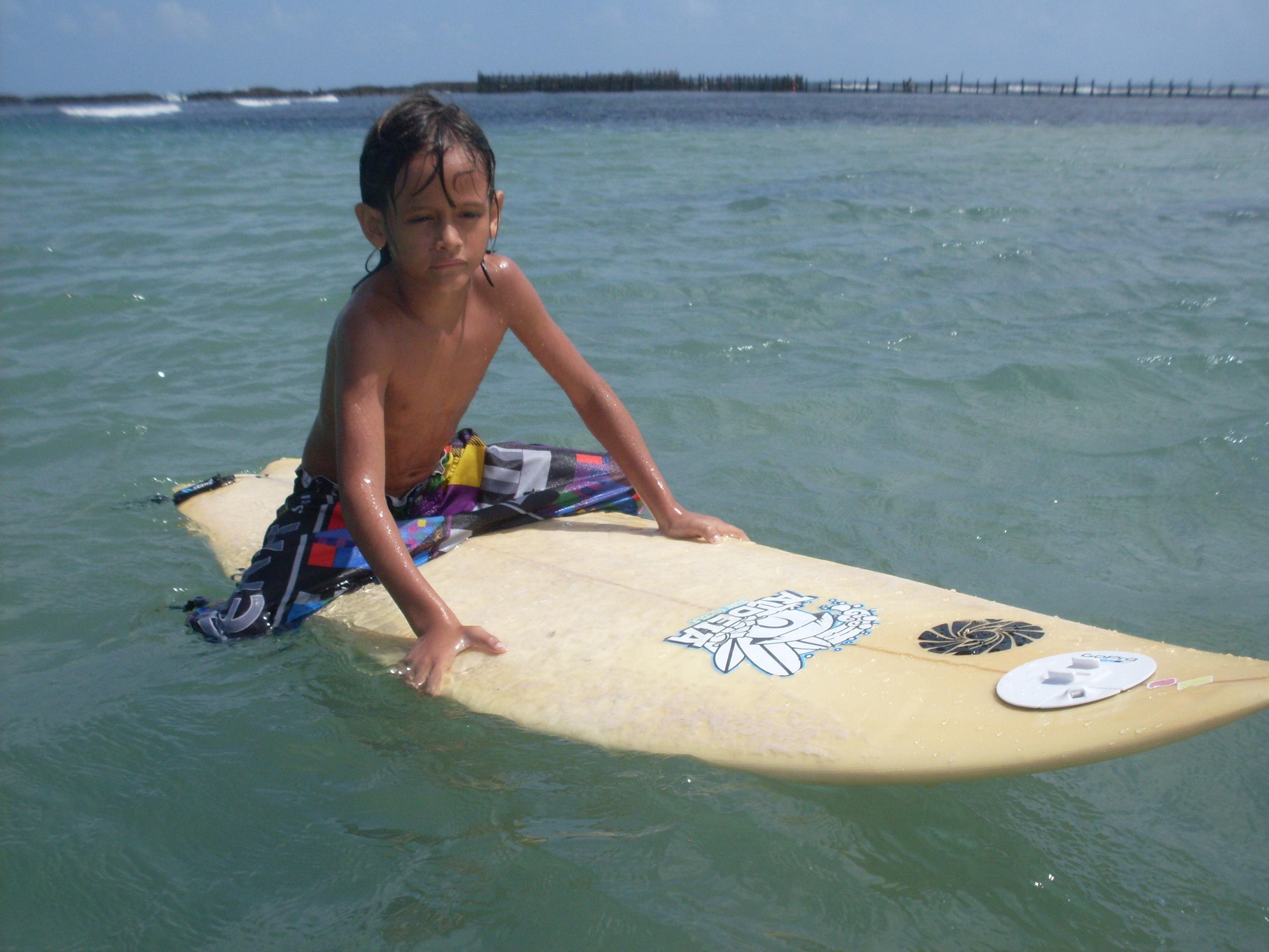 Quer aprender a surfar? Temos a oferta perfeita: 1h de Aula de surf para 2 pessoas de R$120 por apenas R$79,90 na Aldeia Surf Escola