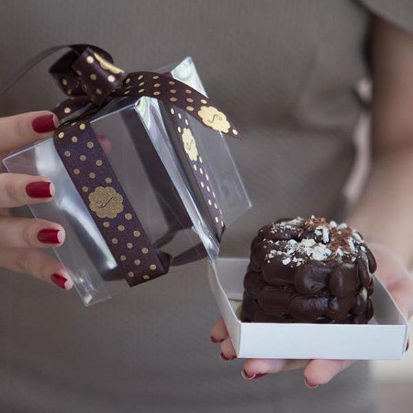 Aniversário de 8 anos do BARATO! 01 Mini Torta Brownie de R$15,30 por apenas R$7,90 na incrível Sucré Patisserie. Eleita a melhor doceria de 2018/19 pela Veja Comer e Beber Fortaleza!