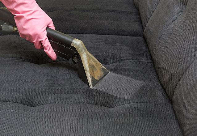 Lavagem de sofá até 3 lugares (tamanho padrão) ou Cama box solteiro ou colchão solteiro ou Conjunto de até 4 Cadeiras de mesa de jantar de R$120 por R$29,90