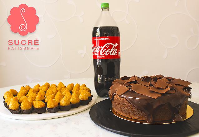 Kit perfeito de Aniversário da Sucré! Bolo Explosão de Chocolate + 50 Coxinhas Sucré + 1 Coca 2L de R$178 por apenas R$114