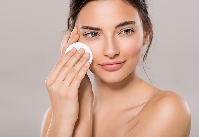 Renovação da pele! Limpeza de pele completa + Hidratação de ouro de R$120 por apenas R$59 na Marvorê Estética