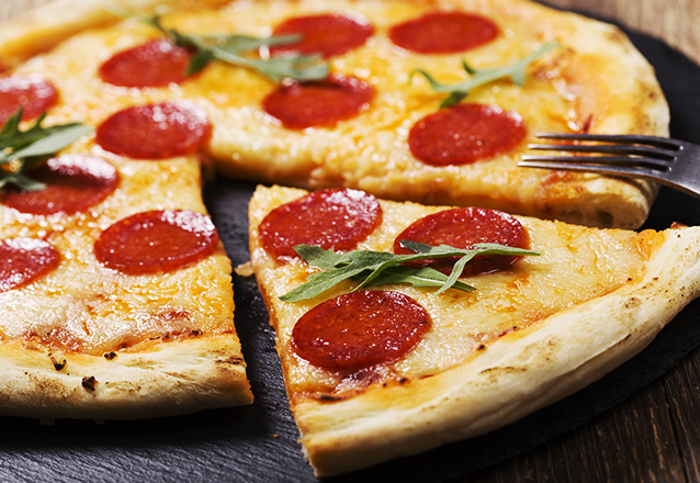 Pizza Grande (Calabresa, Mussarela, Mista, Frango com mussarela, Marguerita e Napolitana) de R$30 por apenas R$18,90 no Boteco do Chef