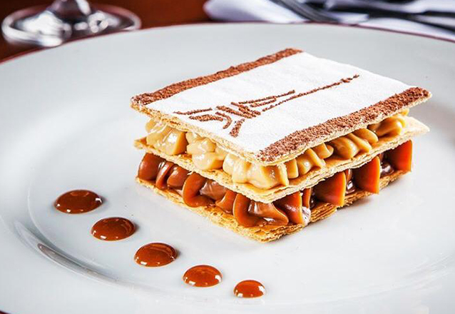 O melhor: Bistrô D'Europa Fortaleza! 2 Pratos Principais (Entrecôte ou Pescado Grillè) + 2 Sobremesas (Mille Feuilles de Doce de Leite ou Creme Caramel) por R$99,80