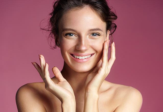 Higienização facial + Peeling de Ouro + Vitamina C + Peeling de Diamante de R$70 por R$29,90