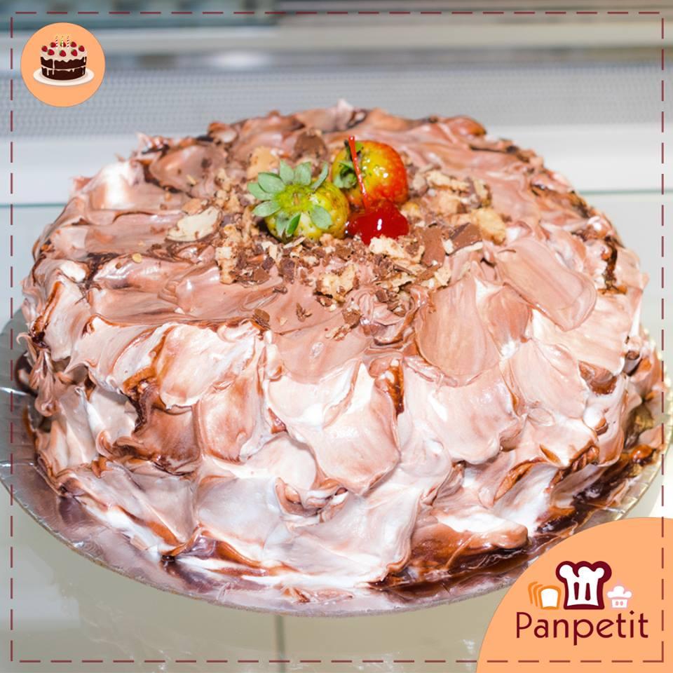 Kit Esmeralda: 1 Torta para 10 pessoas + 50 Salgados + 1 Refrigerante de R$110 por R$69,90