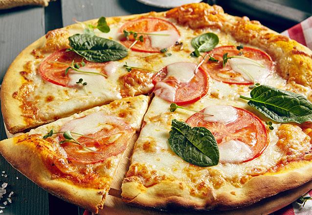 1 Pizza Grande (Mussarela, Marguerita, Presunto, Calabresa, Frango com requeijão ou Frango com cheddar) de R$27 por R$22,90 na Pizzaria Gladiador