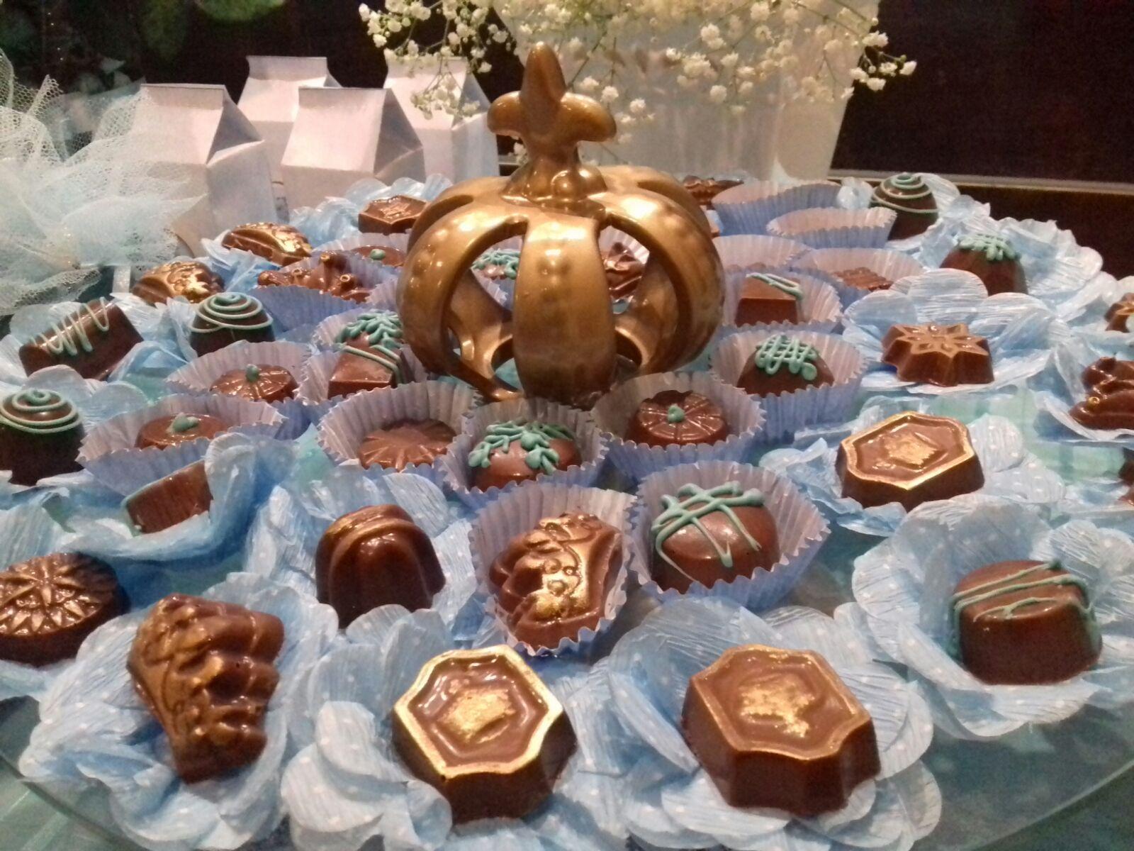 Kit Mesa de Chocolate com até 250 Itens Personalizados e Decorados a partir de R$60