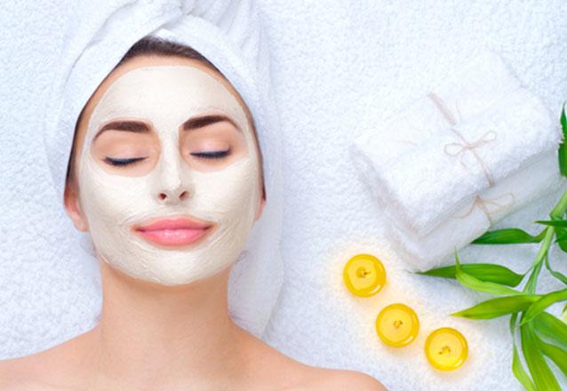 Os melhores cuidados para sua pele! Higienização + Esfoliação + Peeling de Cerveja + Máscara Clareadora + Led na Estheticenter de R$95,00 por R$49,90