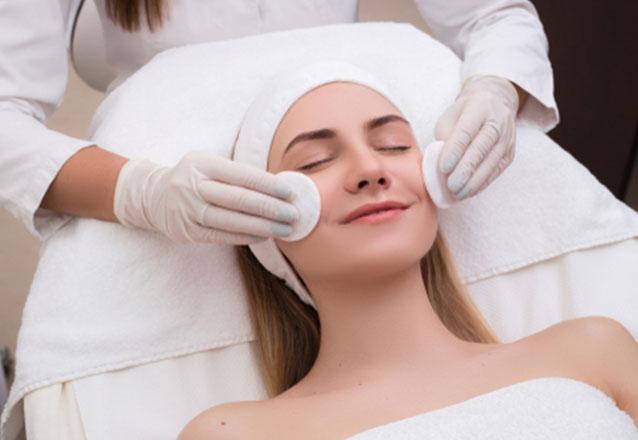 1 Higienização facial +1 Peeling de Morango + 1 sessão de Radiofrequência + 1 Finalização com Sérum Hialurônico na Espaço Estética Alice Cruz de R$290 por R$44,99