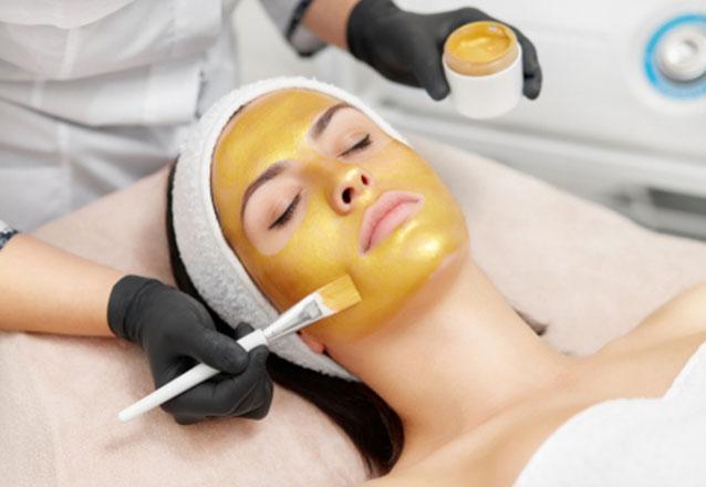 O melhor tratamento para sua pele e na Dra. Viviane Boaventura! Limpeza de pele + Peeling de Diamante + Mascara Detox Adcos + Sérum Hidradefense Solution Adcos de R$270 por R$179,90