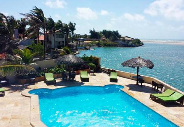 Aproveite a virada na praia! 4 diárias para 2 adultos e 1 criança + café da manhã + Buffet da Virada + Brinde com Champagne por apenas R$1.750 na Pousada Águas Belas. Em até 4x sem juros!