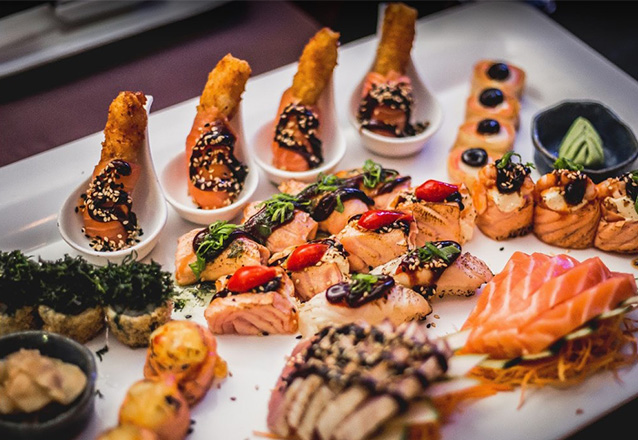 Sushi de qualidade em um ambiente impecável!  Fuji Sushi Lounge com  01 combinado de 12 peças de Sushis Tradicionais de R$33 por apenas R$24,90!