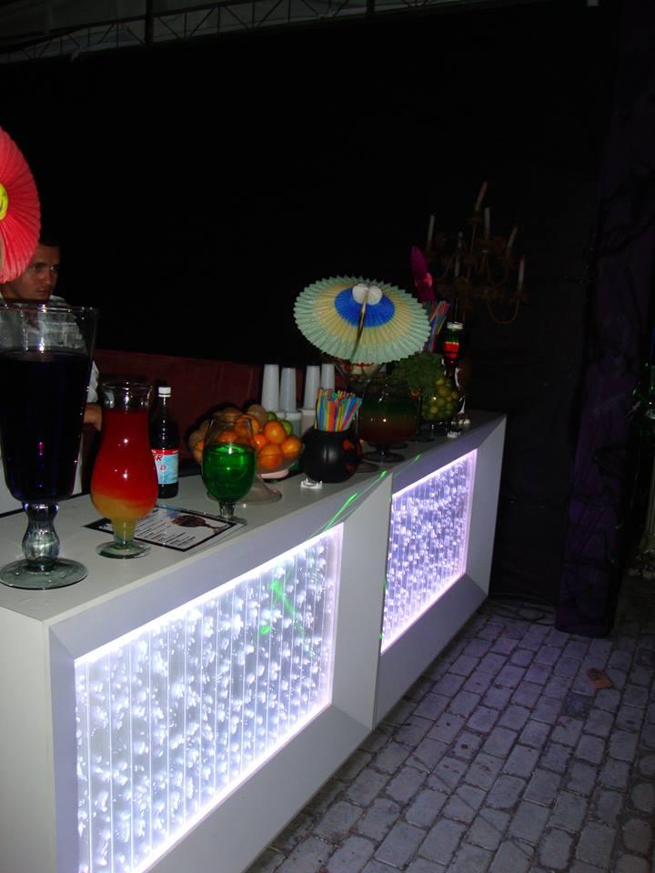 Fim de ano e festa combinam com os drinks da Inove Coquetéis! Mesa com 200 drinks completa e decorada para festas em geral por R$599. Válido para todo tipo de evento!