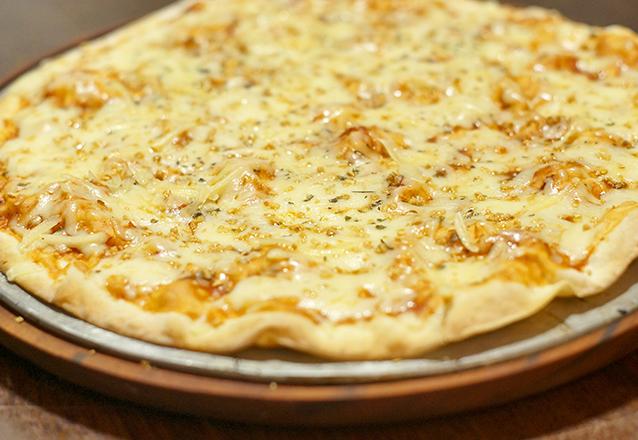 1 Pizza grande: Muçarela, Muçarela com alho ou Marguerita de R$28 por apenas R$16,90