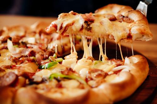 01 Pizza Grande qualquer sabor salgada ou doce (somente sexta e sábado a partir das 17h) de R$40 por apenas R$24,90