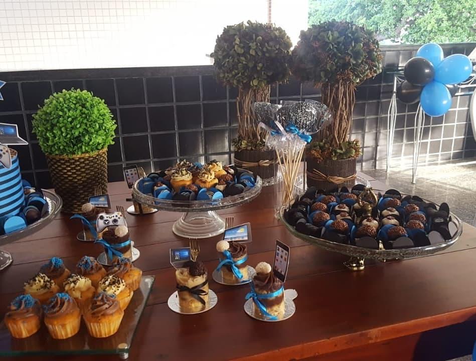 150 itens (100 chocolates, 20 pirultios, 20 popcakes e 10 mini cupcakes) de R$250 por apenas R$150