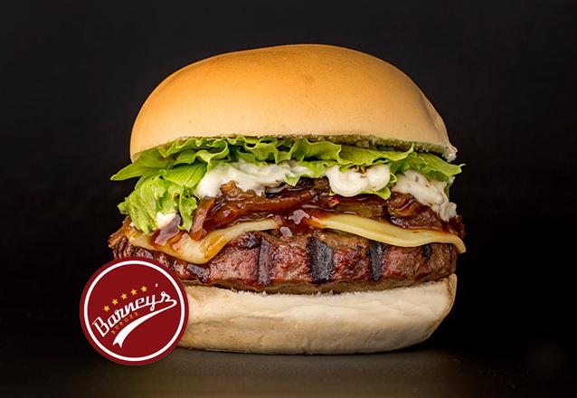 Barney's Burger: homemade angus burger (165g), queijo, cebola shoyu, alface, barbecue e maionese Barney's por apenas R$15,99