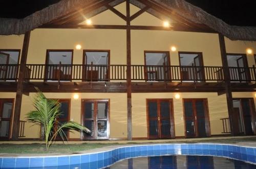 2 diárias para 2 adultos e 1 criança de até 6 anos em Chalé Duplex por R$399