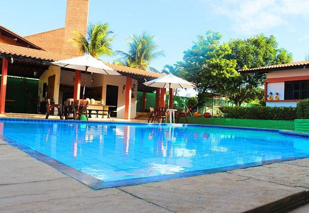 Filé de Peixe ao Molho de Camarão ou Carne do Sol Completa para 2 pessoas + 2 acessos à piscina de R$90 por apenas R$59,90