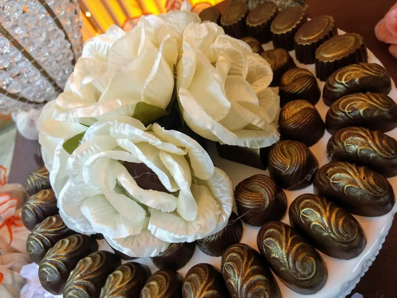 Mesa de doces com os melhores! 100 chocolates (finos e especiais) de R$200 por apenas R$129,90 na Chocobom