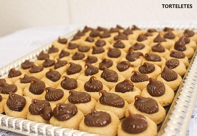 Torta Doce para 40 pessoas + 400 Salgados + 100 Torteletes por R$99,99 da Delícia Doces e Salgados