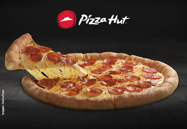 Pizza 8 fatias (Mussarela, Calabresa ou Brasileira) com Borda Recheada na Pizza Hut Beira Mar por R$35