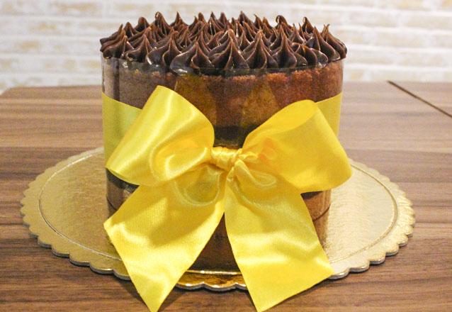 1 Naked Cake acetato com laço para 15 pessoas de R$100 por apenas R$75