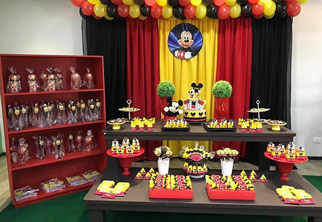 Sua festa com muita diversão! Pacote de festa para até 40 pessoas com decoração inclusa de R$1.760 por apenas R$1.299 no Eco Clube do Shopping Rio Mar Kennedy