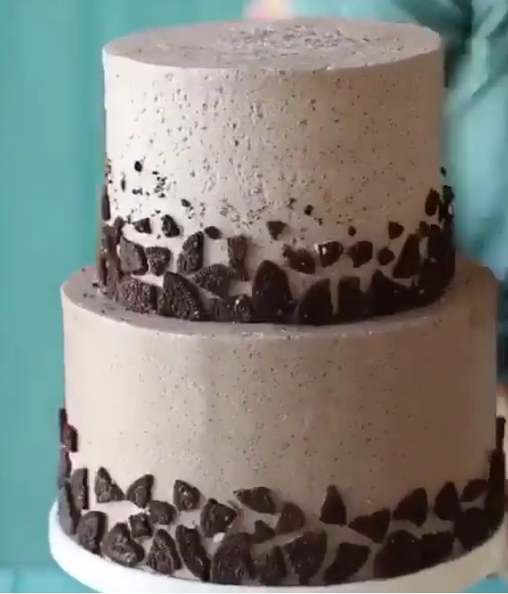 1 Bolo Chantininho ou Naked Cake para até 15 pessoas (beijinho, brigadeiro branco e brigadeiro tradicional podendo escolher somente 1 sabor) De R$115 por apenas R$89,90