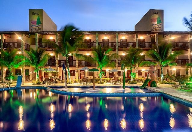 Aproveite dias de descanso no Hotel Jangada da Caponga! 2 diárias para 2 adultos e 1 criança de até 10 anos + café da manhã de R$498 por apenas R$388