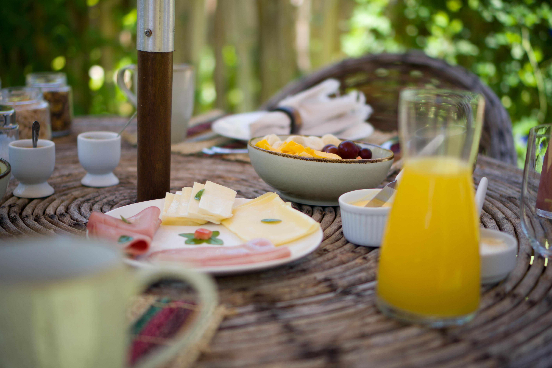 2 diárias (domingo a quarta) em Suíte Térrea com Hidro para 2 pessoas + café da manhã de R$800 por apenas R$599