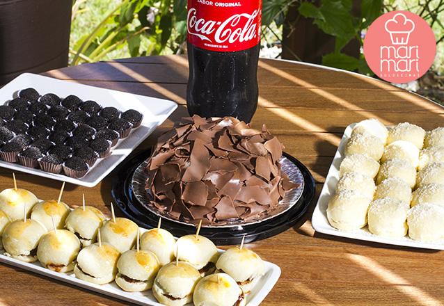 Afogadinho de Leite Ninho ou Chocolate para 7 pessoas + 20 Hamburguinhos + 20 Mini Pães Delicia de queijo + 20 Docinhos + 1 Refri de R$149 por R$99.
