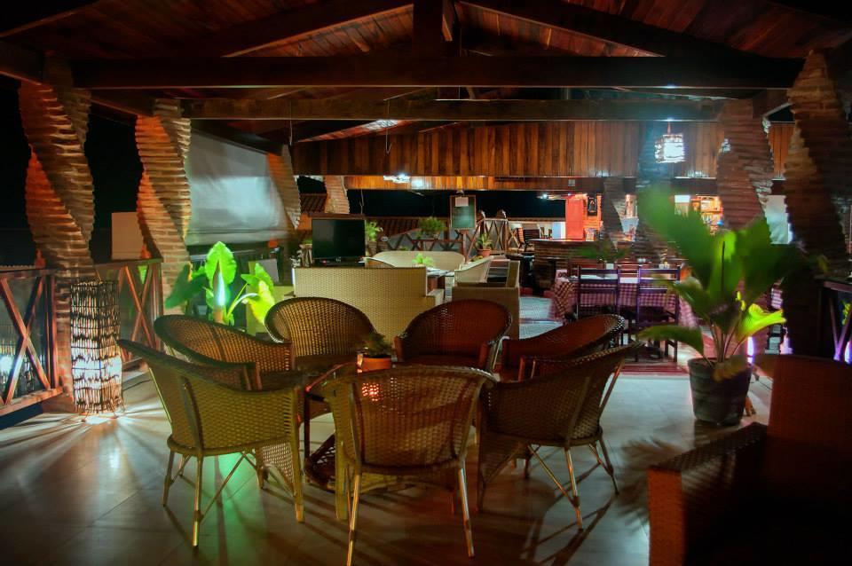2 diárias (semana) em apartamento para 2 adultos e 1 criança de até 6 anos + café da manhã de R$440 por apenas R$308