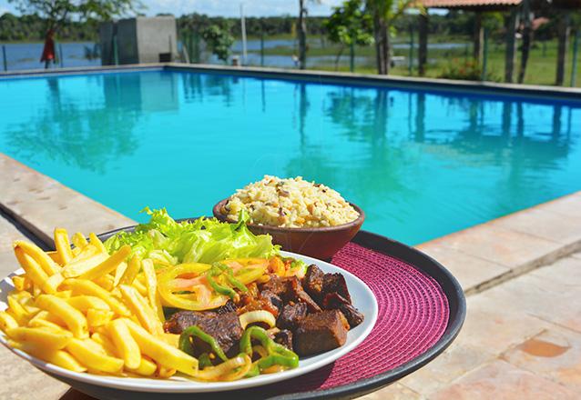 Vem curtir no Itapark! Ingressos para 2 Adultos e 2 Crianças + Almoço (carne de sol completa) serve 2 pessoas por apenas R$59,90