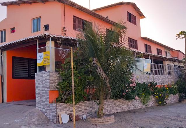 2 diárias (domingo a quarta) quarto com Ar, Cama Casal e Geladeira para 2 adultos de R$300 por apenas R$159,90