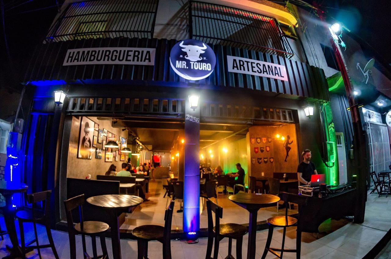 Corre que a Mr Touro Hamburgueria chegou no Barato! 1 Colorado, Alasca ou Texas Burger de até R$19,90 por apenas R$12,90