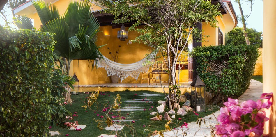 Você pode curtir o Hotel Long Beach já! 2 diárias em suíte Standard para 2 adultos + café da manhã de R$572 por R$290 em Canoa Quebrada. Finais de semana já estão esgotados!