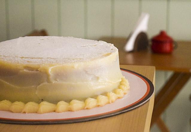As melhores tortas da MariMari Guloseimas! Torta Xuxa ou Torta Bem Casado para até 20 pessoas de R$102,80 por apenas R$69,90
